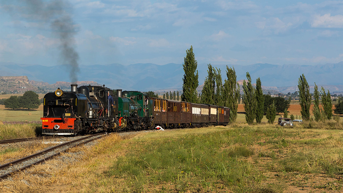 The Mountain Wanderer traversed the entire railway system each day behind NGG16's No.153 and 88, here we see it entering Mooihoek Loop on the outward journey