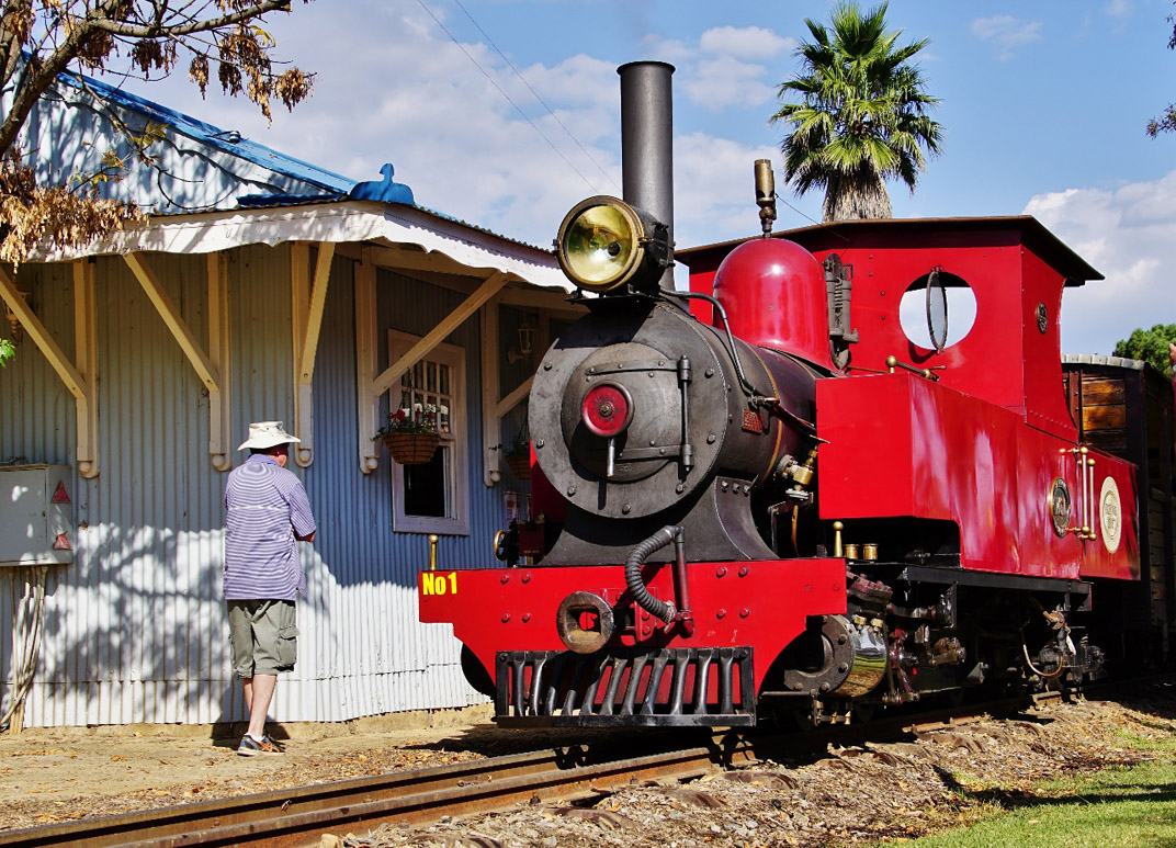 Red locomotive at Hoekfontein