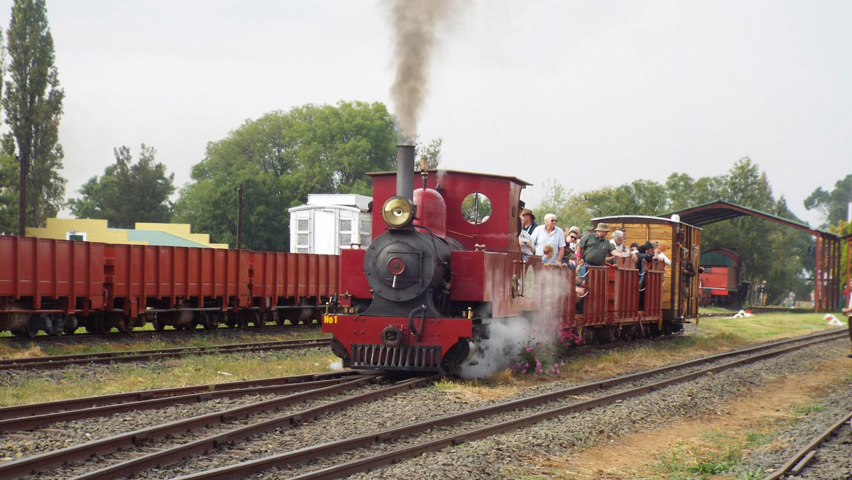 A busy train with Barclay No: 1 on the first Open Day